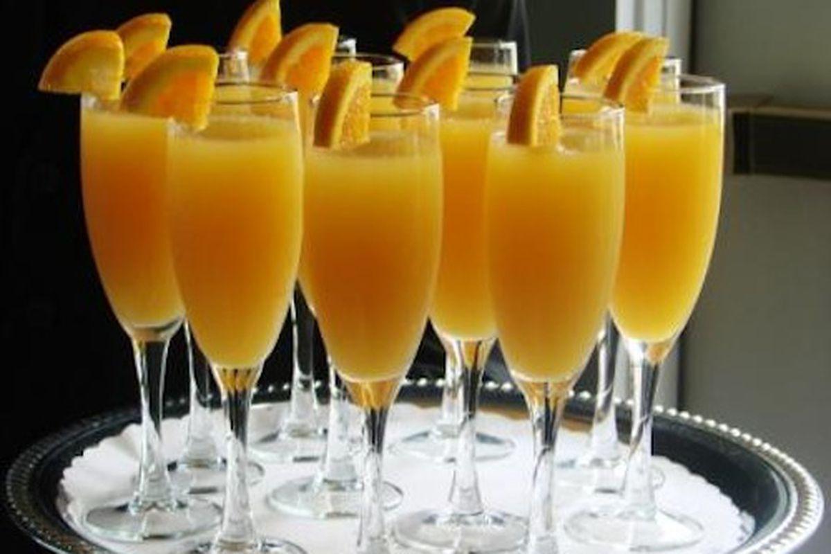 "Image via <a href=""http://cheekychicago.com/event/bottomless-mimosas-at-kanela-breakfast-club/"">Cheeky Chicago</a>"