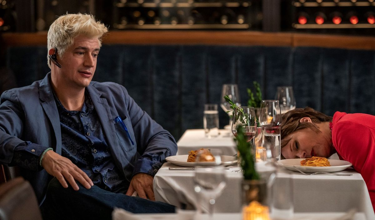 Manager Streeter Peters attends dinner with alarmingly blond hair, mom Pat Dubak passes out alongside her spaghetti in the HBO Max comedy The Other Two.