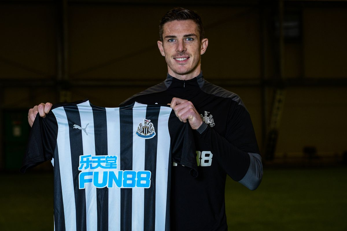 Ciaran Clark Signs a New Contract at Newcastle United