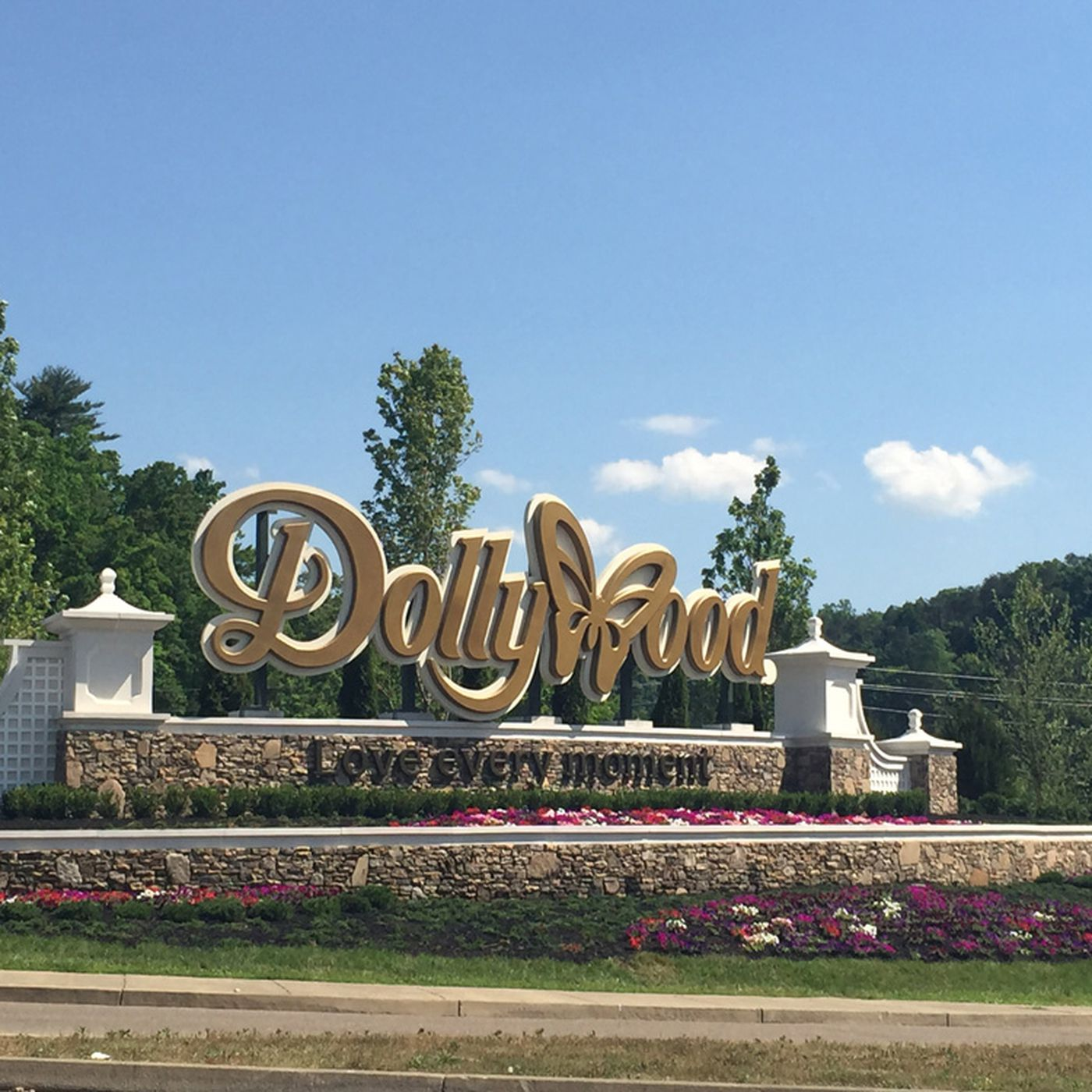 How Dolly Parton S Childhood Home Became The Dollywood