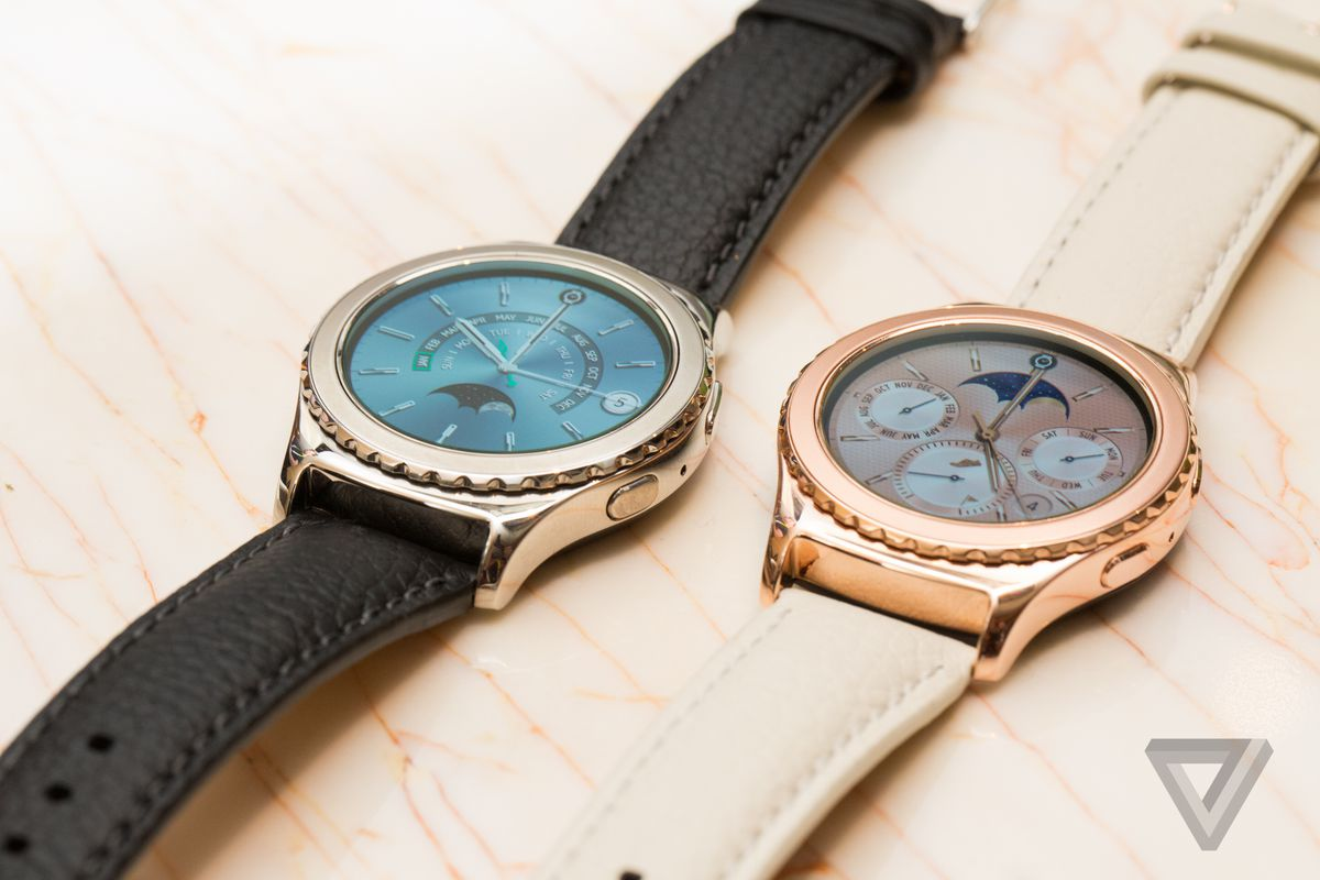 Samsung Gear S2 Classic gold and platinum