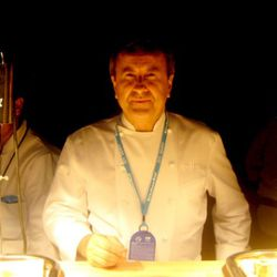 """The times when you have seen only one set of footprints in the sand? That's when Boulud was carrying you. (<a href=""""http://eater.com/archives/2011/02/28/south-beach-wine-food-festival-2011-media-frenzy.php#sobe-wrapup-6"""" rel=""""nofollow"""">photo</a>)"""