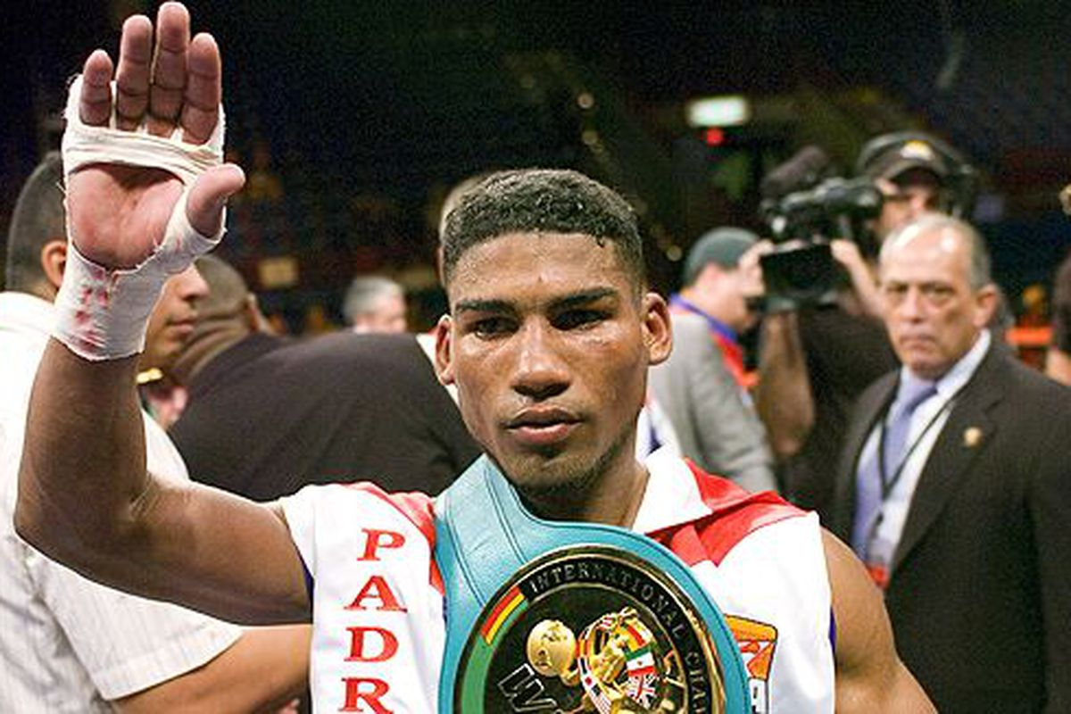 """Yuriorkis Gamboa will be part of Top Rank's October 10 pay-per-view at Madison Square Garden. Tickets go on sale Friday. (Photo via <a href=""""http://a.espncdn.com/photo/2008/0720/box_fw_gamboa1_580.jpg"""">a.espncdn.com</a>)"""