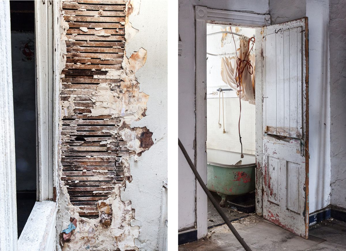 A destroyed wall and a bathroom in an abandoned vacant.