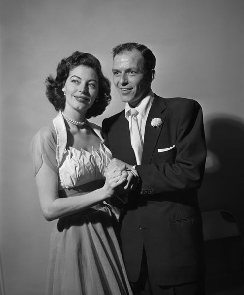 Seen Snuggling With Frank Sinatra On Their November 7th 1951 Wedding Day Ava Gardner Wore A Simple Halter Neck Dress Made By Fontana An Italian Fashion