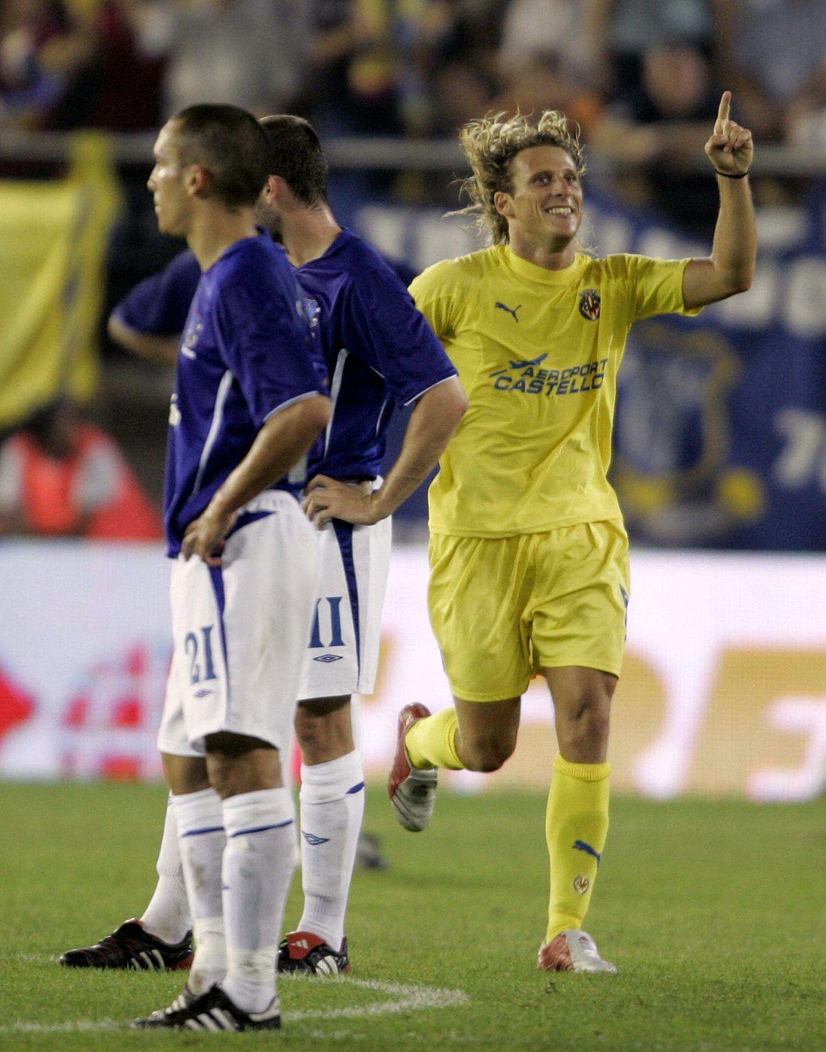 Villarreal's Uruguayan Diego Forlan cele