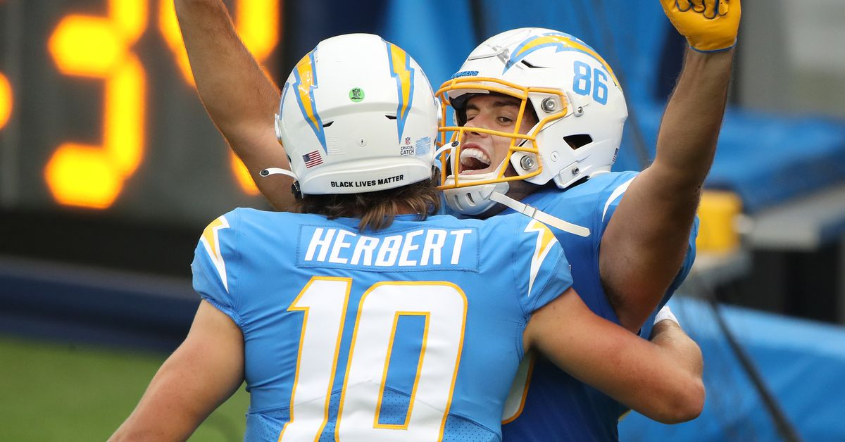 Photo of Herbert gets first NFL win in a 39-29 shootout over the Jaguars | Michael Peterson