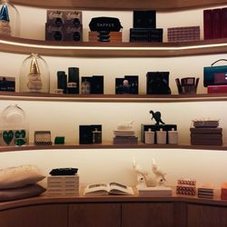 Although small, the store packs in a lot of personality, with no traces of toothpaste, aspirins, or neon tees. The shelves are packed with Le Labo and Comme Des Garçons fragrances, Mast Brothers chocolates, board games enclosed in impeccable packaging, gn