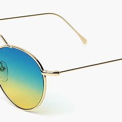 The lack of a nose piece and ombre lense make this pair interesting and new.
