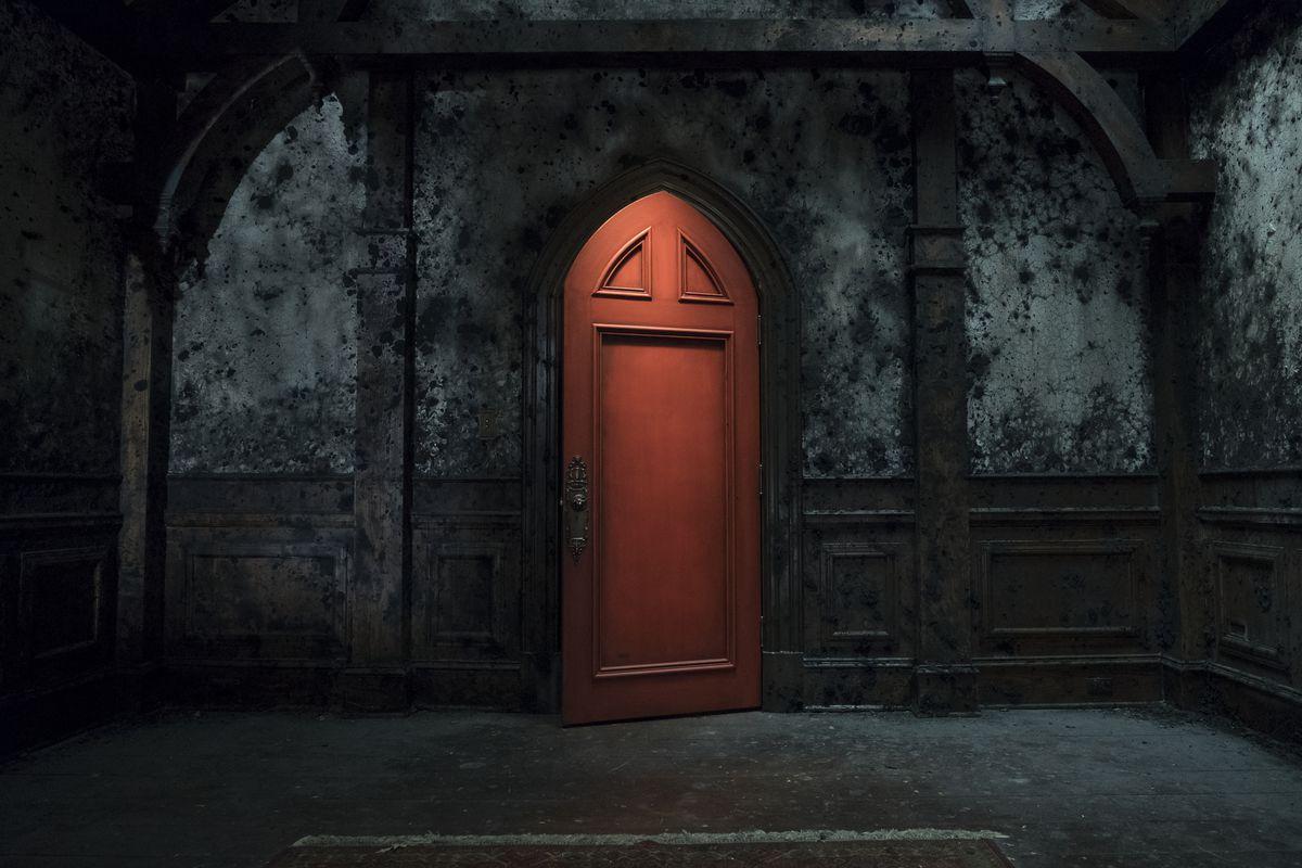 red room door haunting of hill house netflix