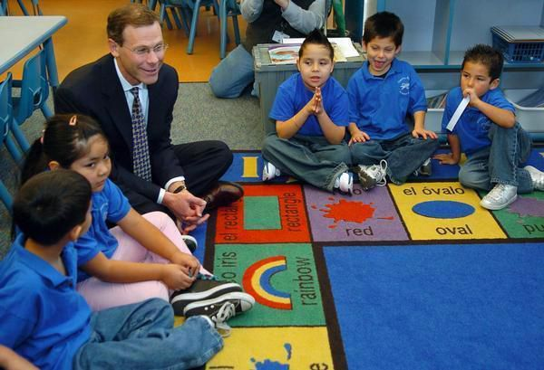 Boasberg answers questions from kindergarteners in 2009 soon after being appointed superintendent.