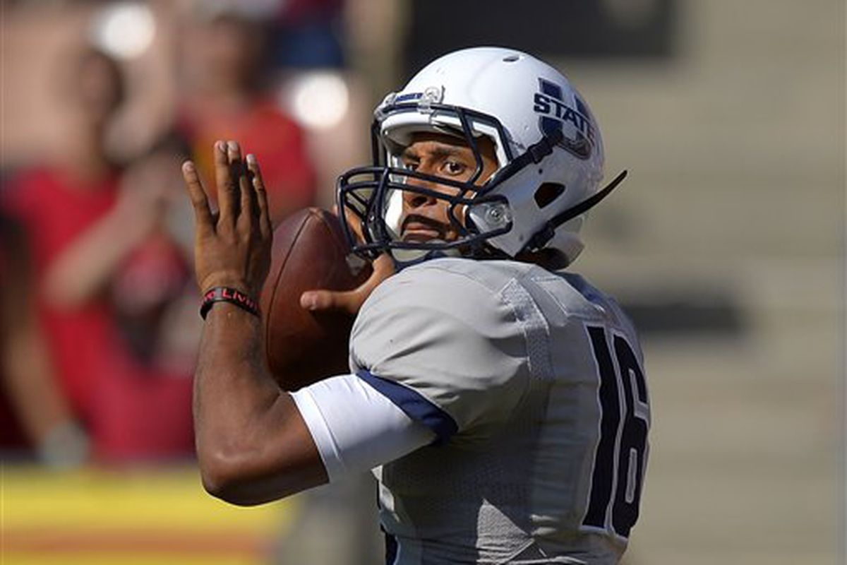20130921 Utah State quarterback Chuckie Keeton passes the ball during the second half of their NCAA college football game against Southern California, Saturday, Sept. 21, 2013, in Los Angeles.