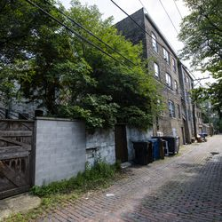 Brick lined alley ways zig zag in and around homes in the 'triangle' of Old Town | Tyler Lariviere/Sun-Times