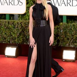 Three's a trend: Rosie Huntington-Whiteley pulls out her leg, too