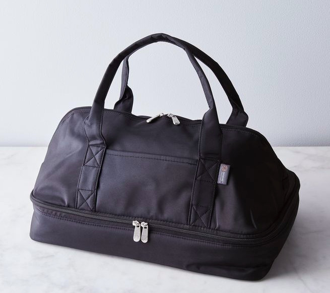 A black duffel bag that holds casserole dishes
