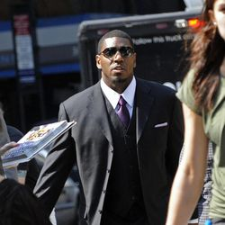 New Orleans Saints linebacker Jonathan Vilma arrives at the NFL football headquarters to meet with Commissioner Roger Goodell to discuss his suspension that was temporarily lifted, Monday, Sep. 17, 2012, in New York.
