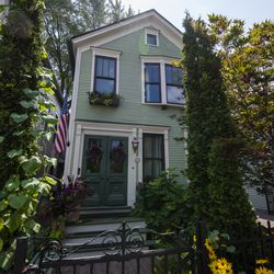 Charming cottages like this one are common in Old Town | Tyler LaRiviere/Sun-Times