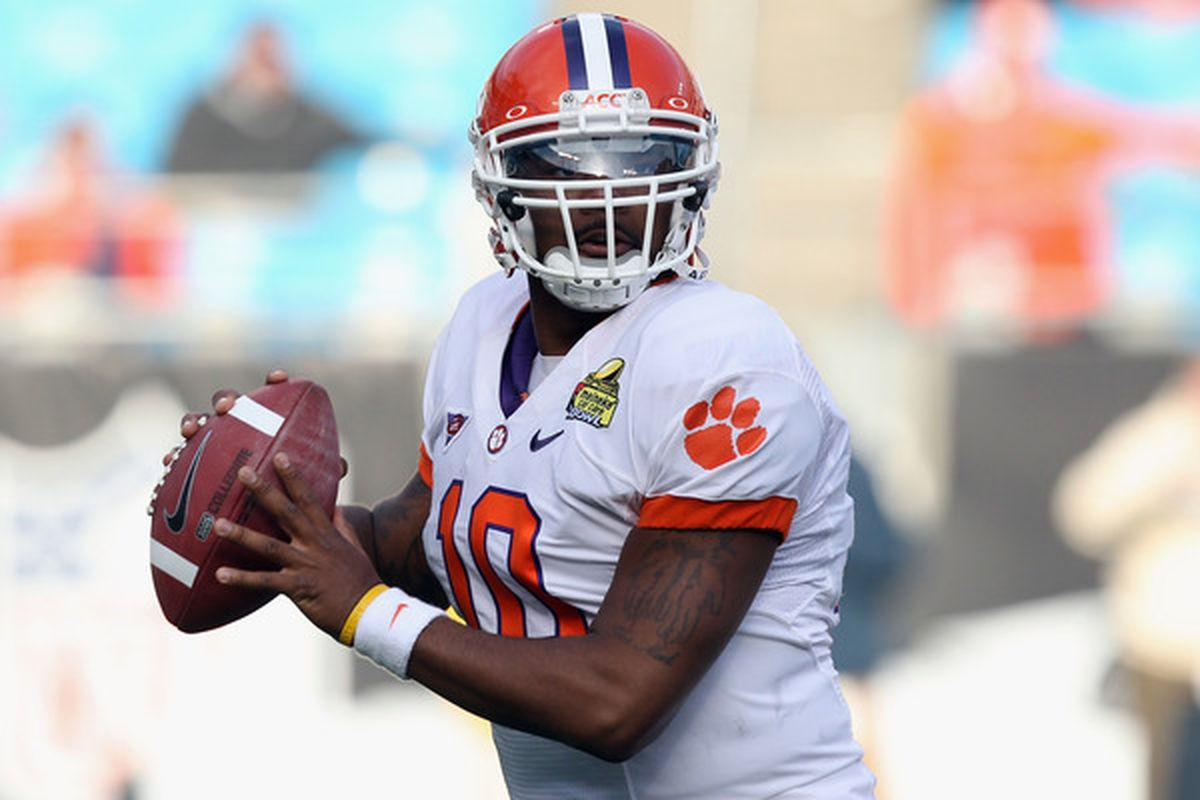 CHARLOTTE NC - DECEMBER 31:  Tajh Boyd #10 of the Clemson Tigers drops back to pass against the USF Bulls during their game at Bank of America Stadium on December 31 2010 in Charlotte North Carolina.  (Photo by Streeter Lecka/Getty Images)