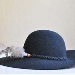 "<a href=""http://www.threadflip.com/items/5030""> Aldo wide brimmed floppy hat, $20.00</a>"