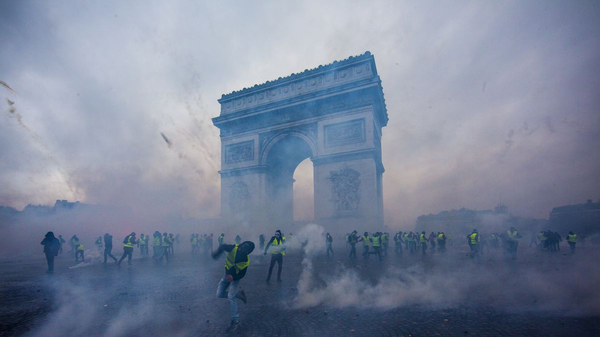 Teargas surrounds protesters as they clash with riot police during a 'Yellow Vest' demonstration in Paris, France, on December 1, 2018.