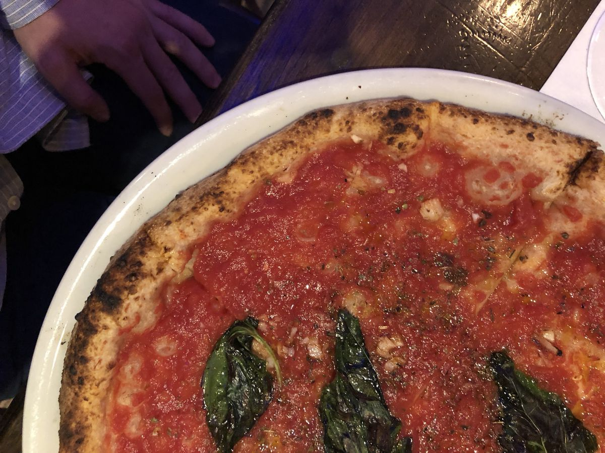 Marinara pizza at Don Antonio