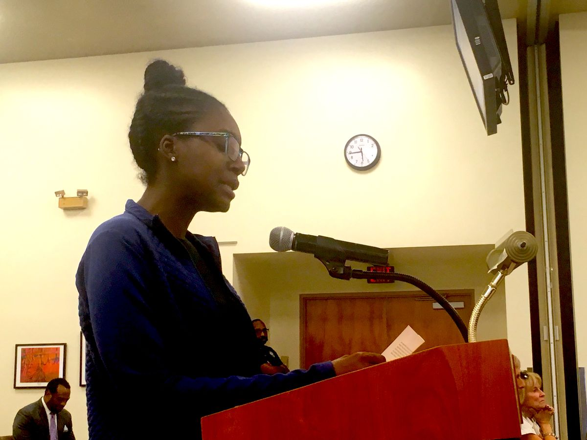 Alesia Harris at the Shelby County Schools board meeting.