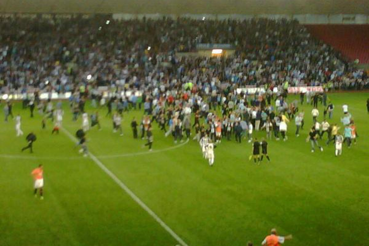 """Fans invade the pitch at Darlington during a friendly between Darlington FC and Newcastle United FC on July 15, 2011. Via <a href=""""http://twitter.com/#!/simonbirdmirror/status/91962108366954496"""" target=""""new"""">@simonbirdmirror</a>"""