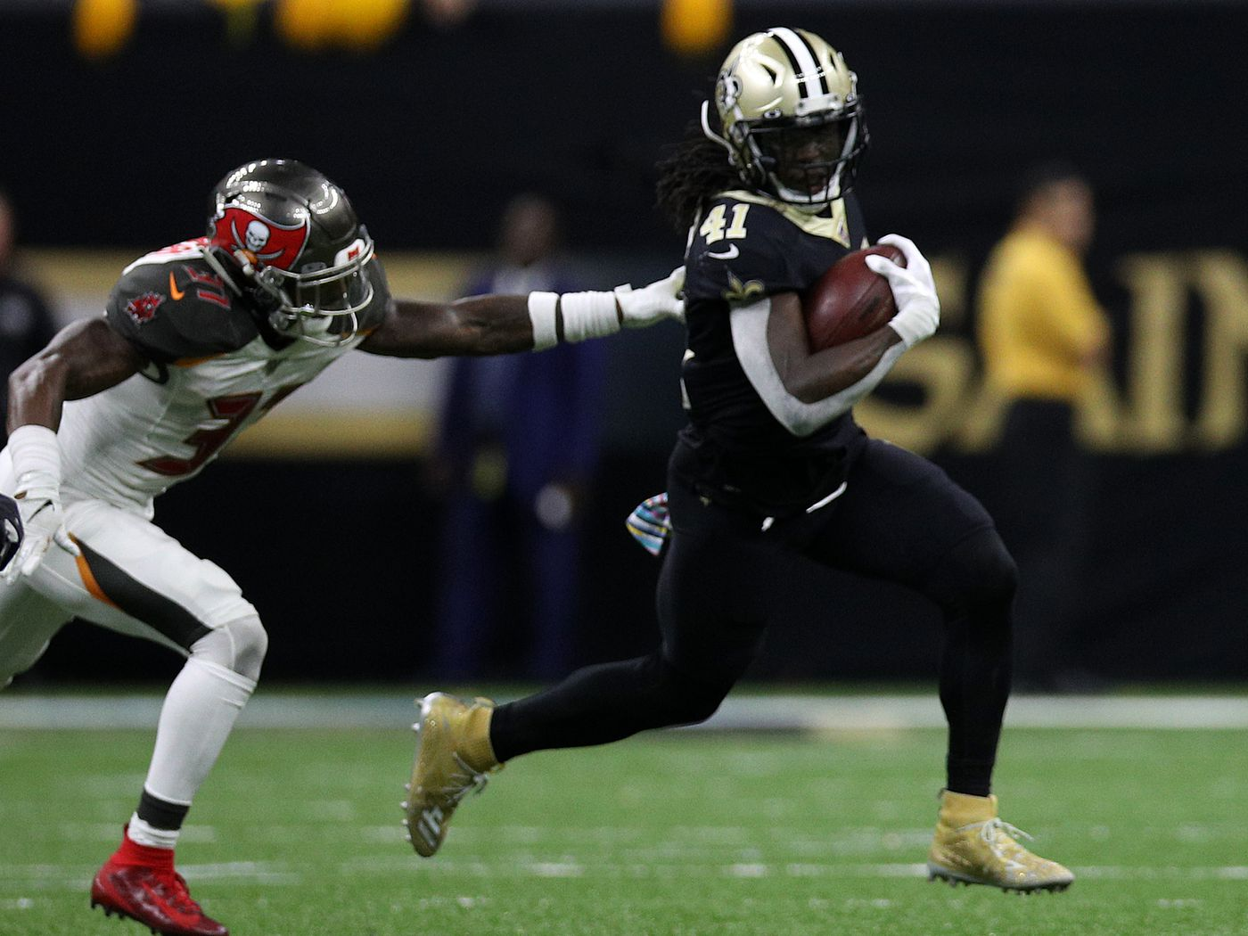 Saints Go Short Handed Alvin Kamara And Jared Cook Are Out