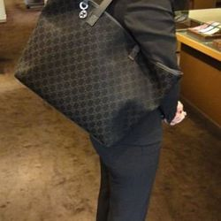 "<a href=""http://cgi.ebay.com/NEW-GUCCI-Britt-Black-Denim-Tote-Handbag-GG-Charm-/180681824176?pt=US_CSA_WH_Handbags&hash=item2a1179d7b0#ht_11763wt_1141"" rel=""nofollow"">Gucci ""Britt"" tote</a>, currently at $429 on eBay"