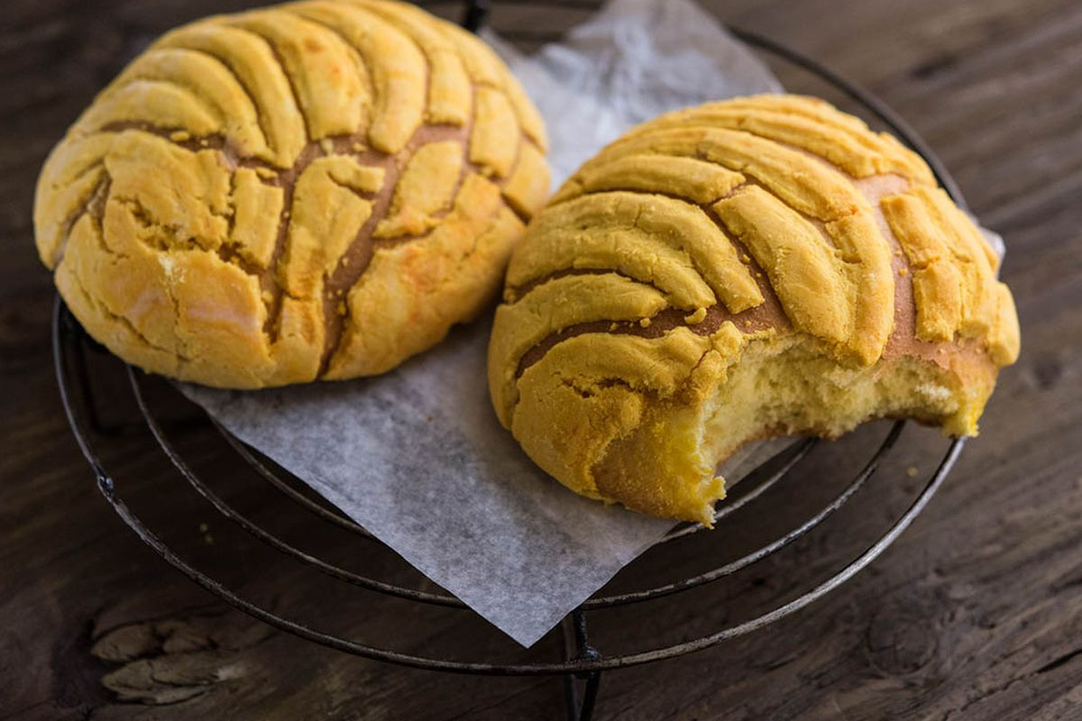 Mexican Conchas The Cookie Topped Bread With A Mysterious