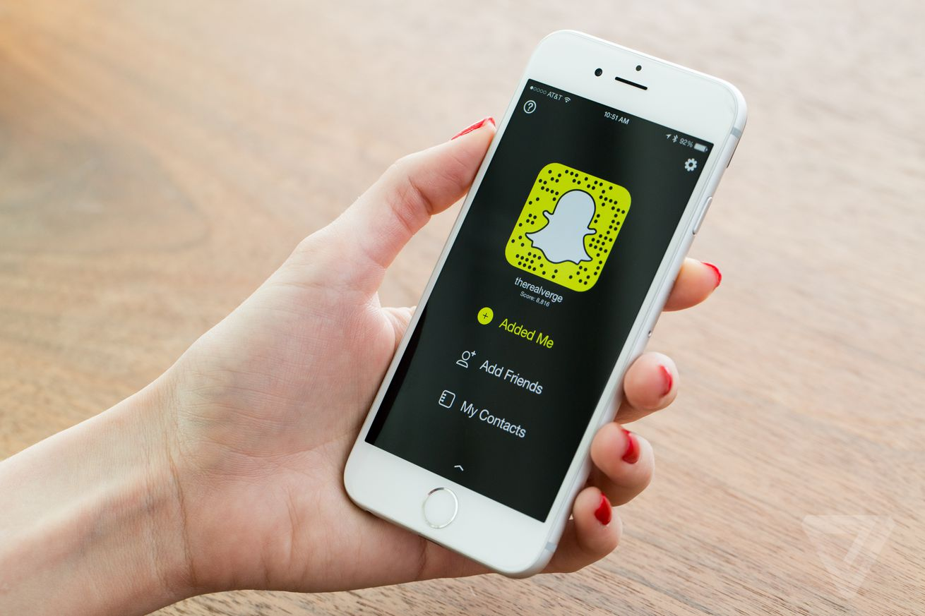 snap launches a developer platform to bring snapchat s camera and bitmoji to other apps