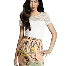 "<a href=""http://www.hm.com/us/product/98980?article=98980-A#&campaignType=K&shopOrigin=QL"">Draped skirt</a>, $9.95"