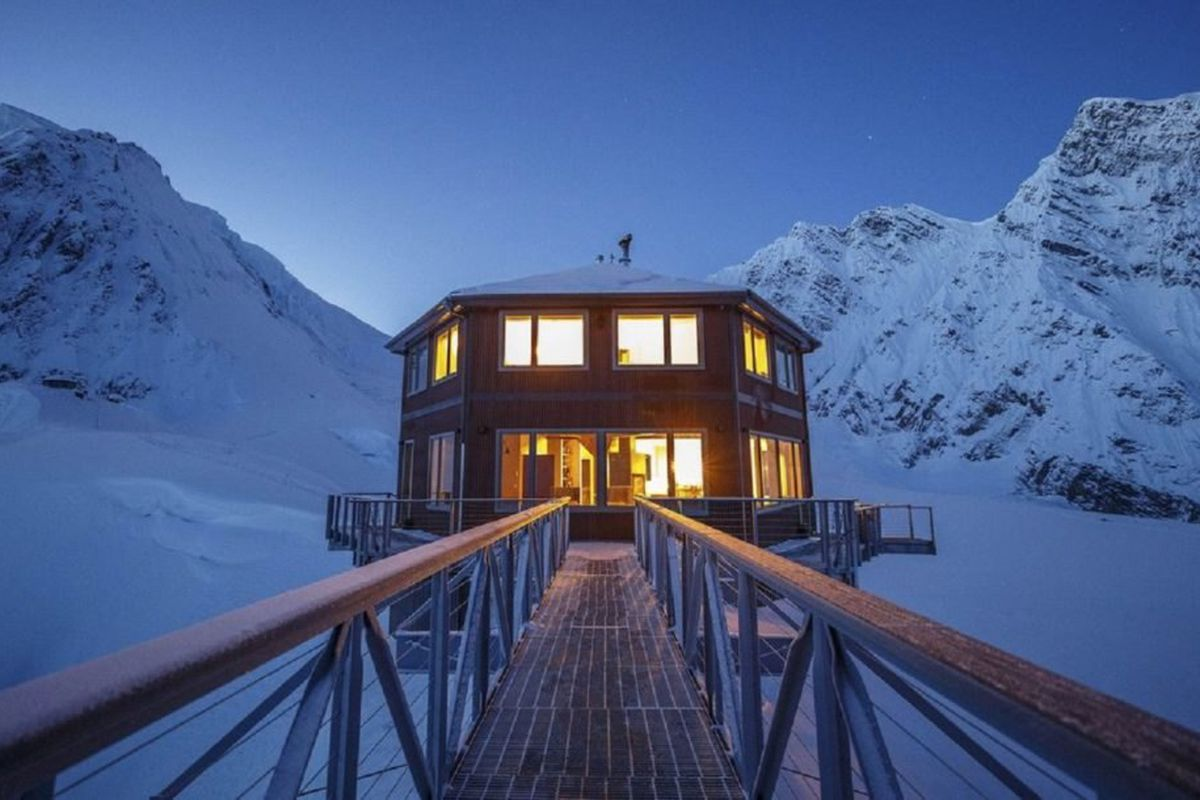 Hexagonal Chalet Built On North America S Highest Mountain