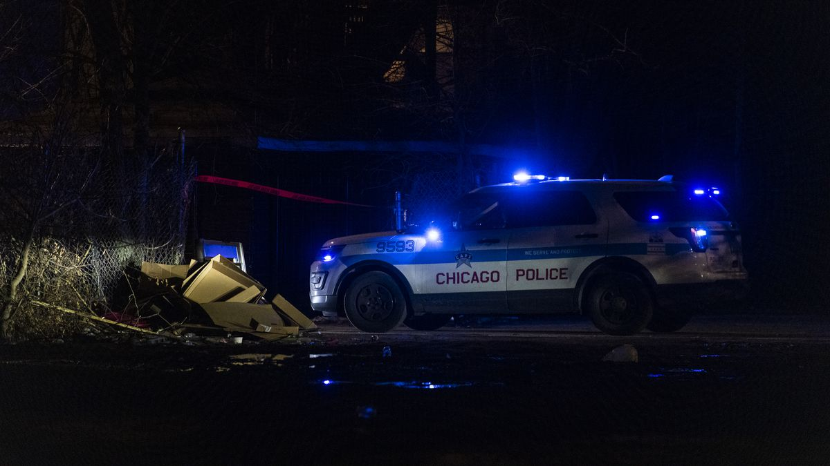 Chicago police at the scene of the fatal shooting Friday of a 27-year-old man in the 3900 block of West Jackson Boulevard in West Garfield Park.