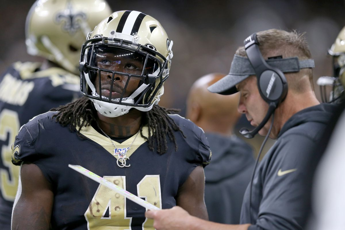 New Orleans Saints running back Alvin Kamara and head coach Sean Payton confer during a timeout in the second half against the Tampa Bay Buccaneers at the Mercedes-Benz Superdome.