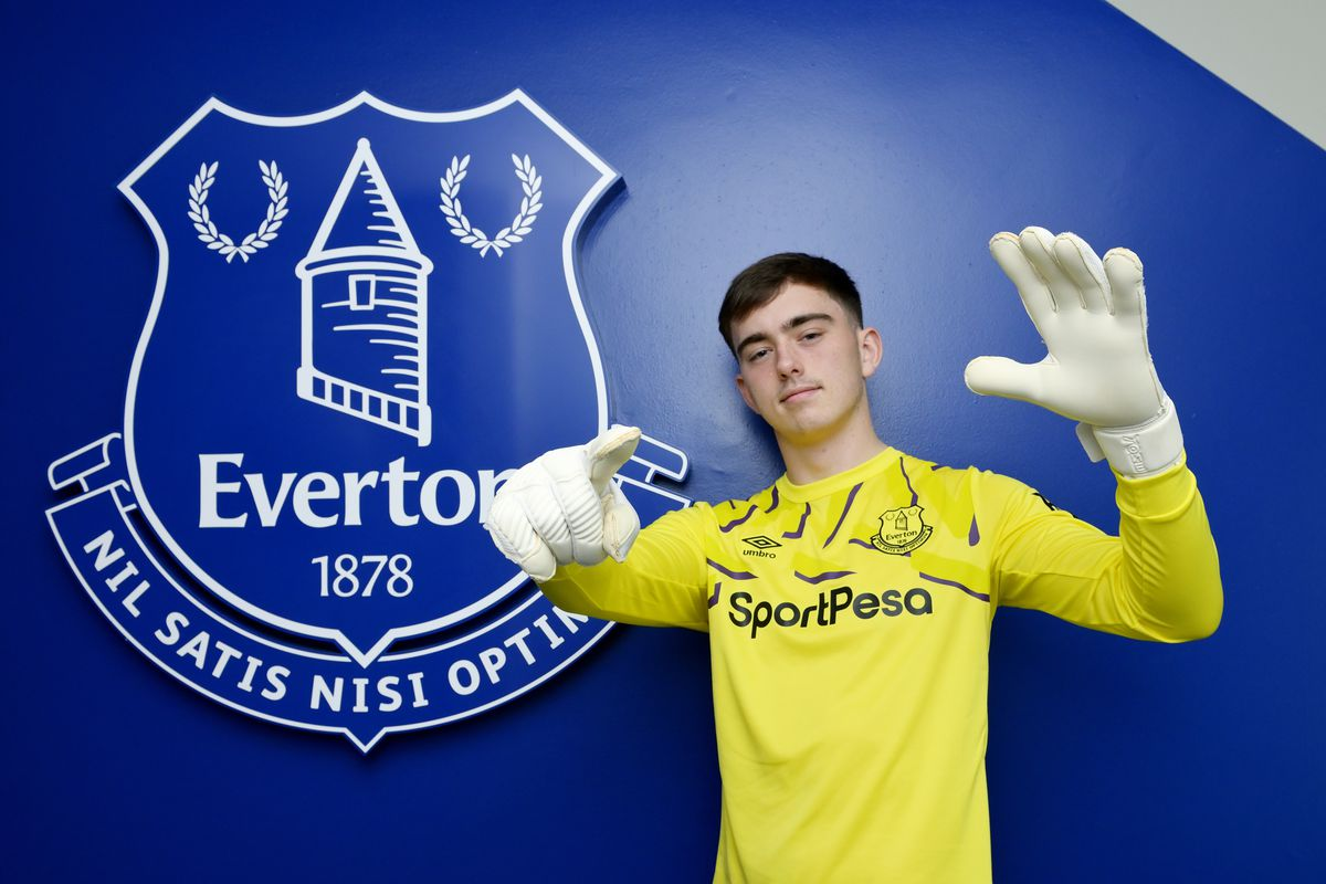 Harry Tyrer Signs First Professional Contract With Everton FC