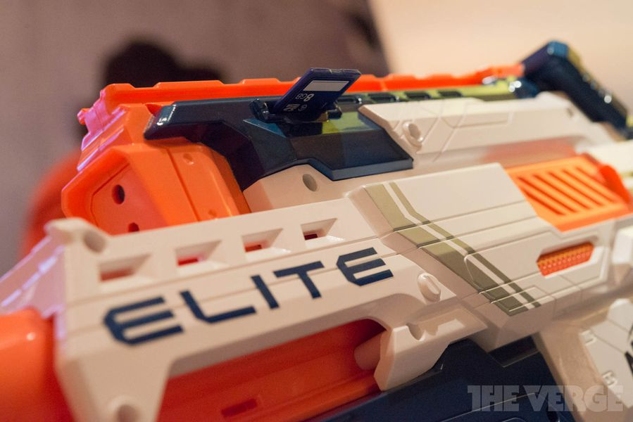 Nerf N-Strike Elite Cam ECS-12 Blaster hands-on pictures