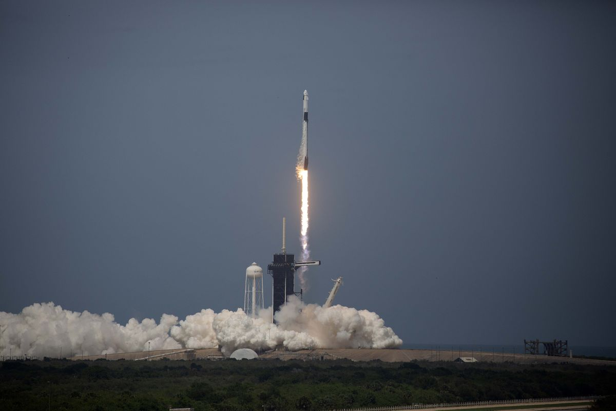 Spacex Launch Succeeds Sending Humans On First Privately Owned Spaceflight Vox