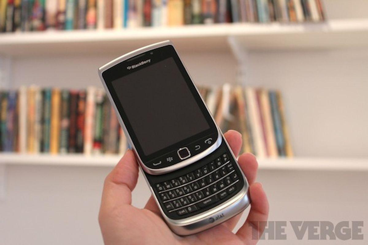 BlackBerry Torch 9810 hardware 2