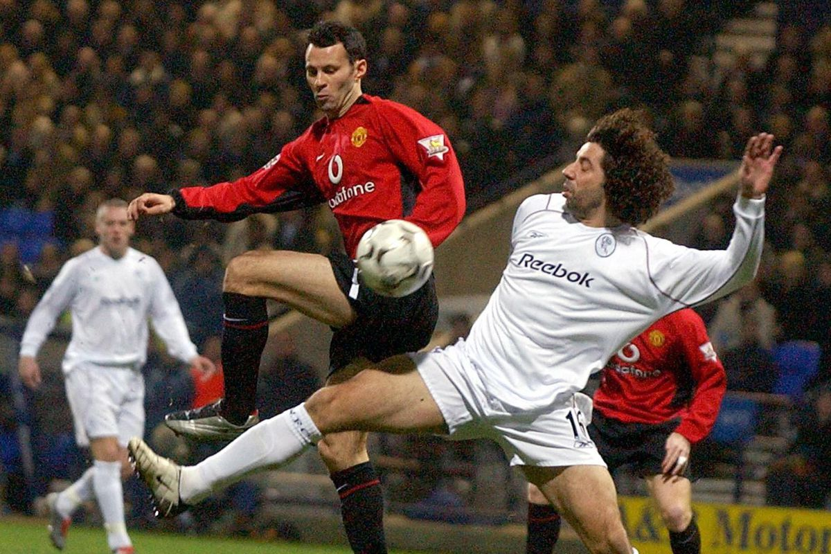 Manchester United's Ryan Giggs (L) is ch