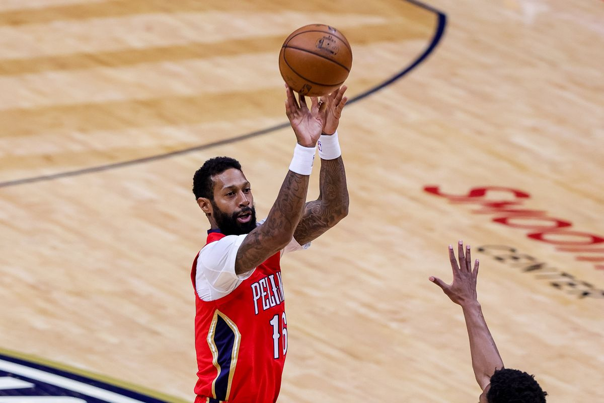 New Orleans Pelicans forward James Johnson shoots a jump shot against Orlando Magic during the first half at the Smoothie King Center.