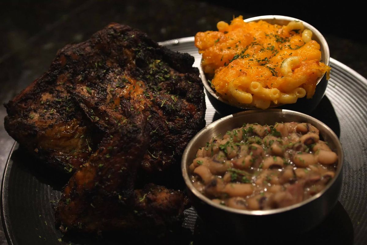 a plate of fried chicken, black eyed peas and macaroni and cheese