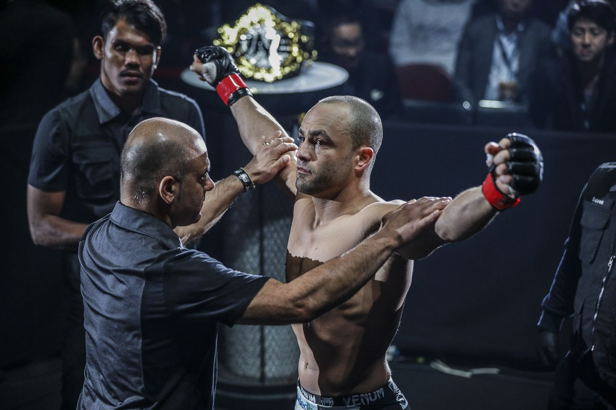 Huyền thoại MMA phương Đông Folayang và những cơ hội đạt vinh quang cuối cùng