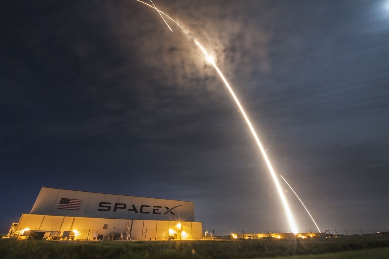 these are the spectacular photos from last night s spacex rocket launch and landing