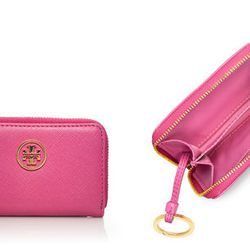 The <b>Tory Burch Robinson Zip Coin Case</b> is one of those mini wallets that can hold a lot when you need to carry more than just your ID and a couple of credit cards. There are two large compartments where you can stuff your money, receipts, cards, tic