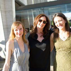 Jennifer Baum (center)