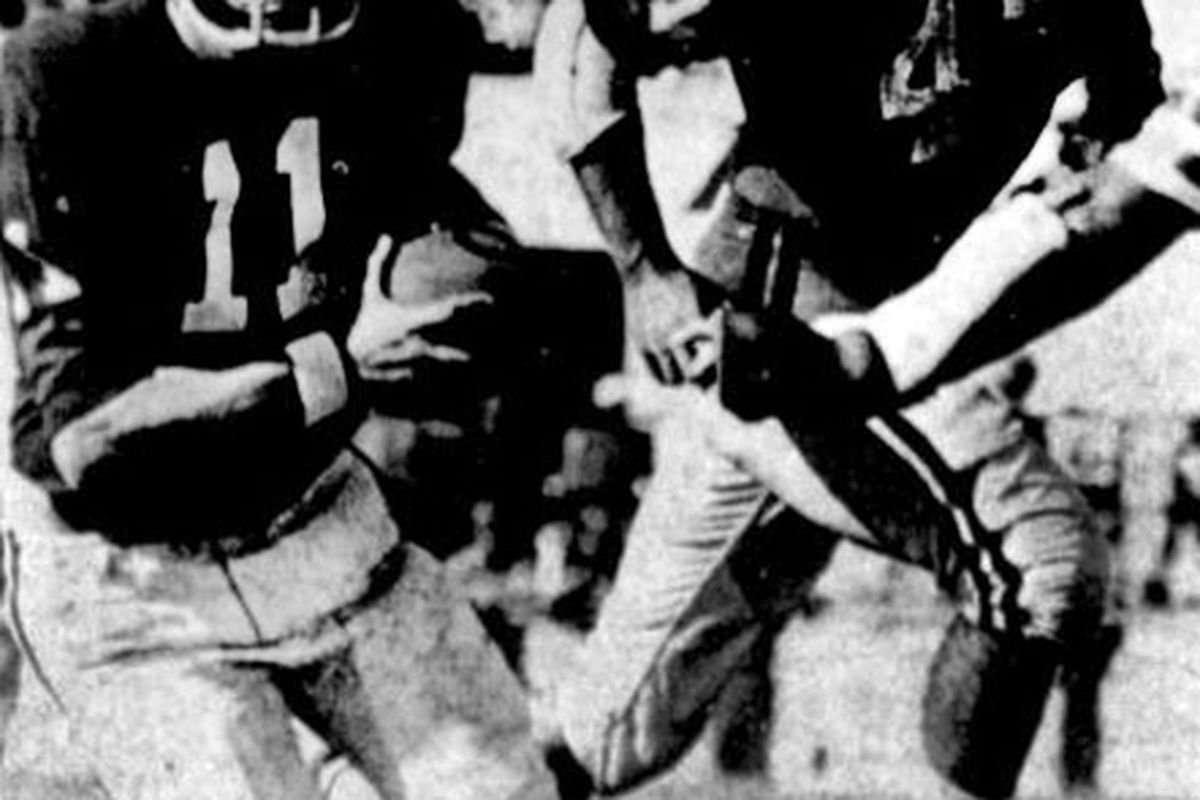 Neb Hayden scrambles for yardage against Ole Miss in 1970.