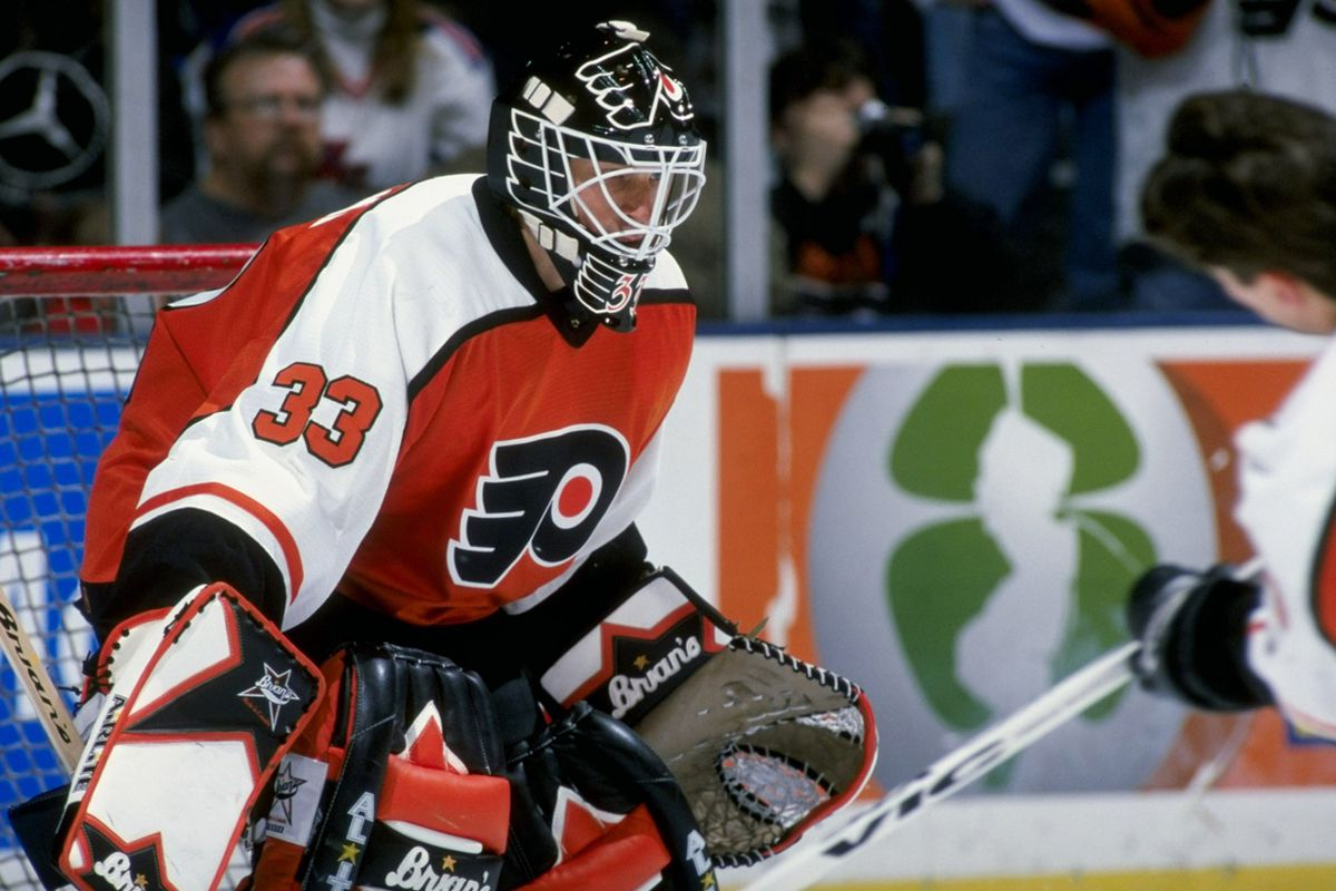 Sean Burke in goal for the Flyers in 1998.