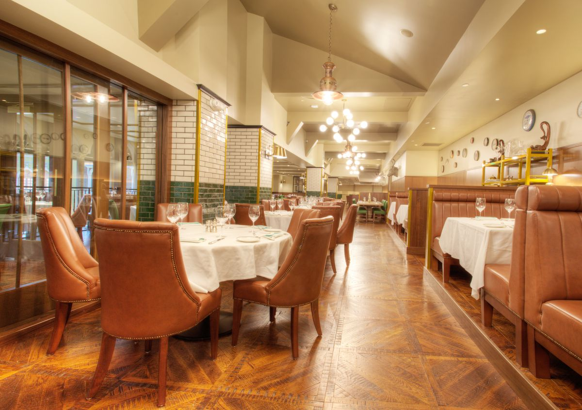 The dining room at Smith & Wollensky