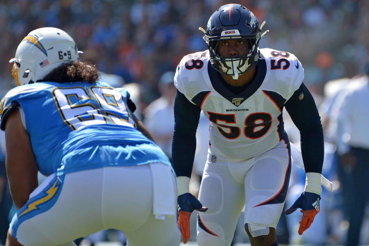 Denver Broncos outside linebacker Von Miller looks across the line before the snap during the first quarter against the Los Angeles Chargers at Dignity Health Sports Park.